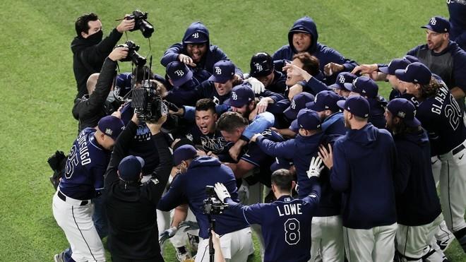 Los Rays vencen en el cuarto partido a los Dodgers y empatan la serie.