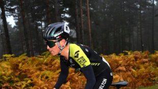 Estebán Chaves sigue siendo el mejor colombiano en la Vuelta a...