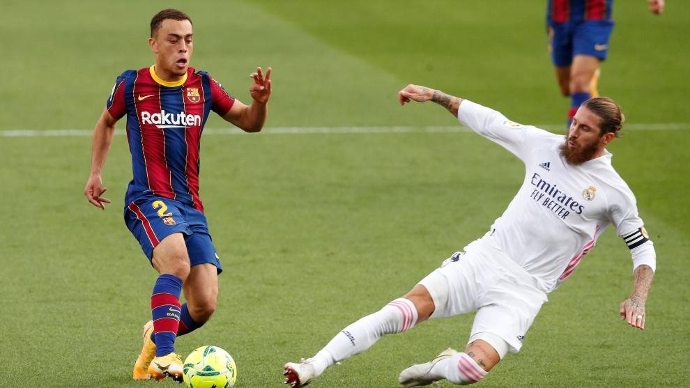 Sergiño Dest, en el partido del Barcelona contra el Real Madrid.