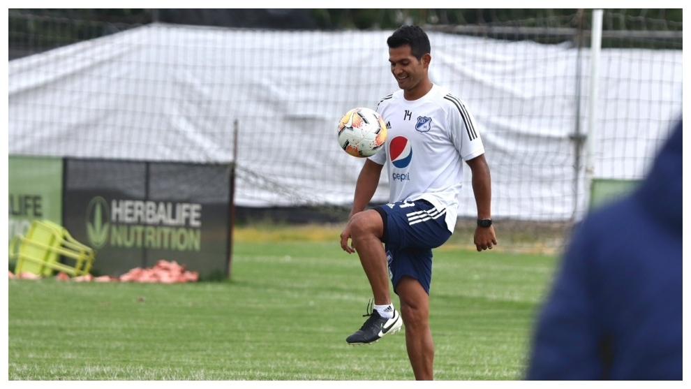 David Macalister Silva durante el entrenamiento de hoy con...