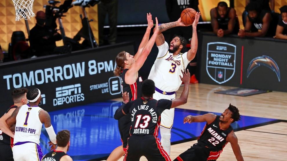 Una acción de la final de la NBA 2020 entre los Lakers y Miami Heat.