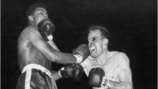Hunsaker y Ali, durante la pelea.