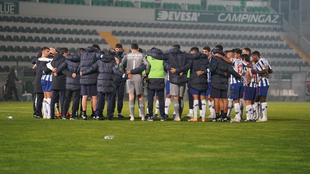 Jugadores del Oporto, al final del partido.