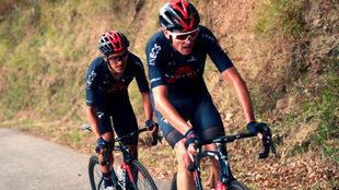 Chris Froome junto a Richard Carapaz, en La Vuelta.