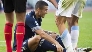 Cristiano Ronaldo se duele de su tobillo derecho ante la Lazio