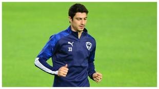 Stefan Medina en uno de los entrenamiento con Monterrey.