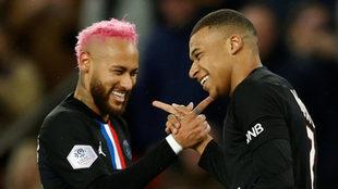 Neymar y Mbappé celebran un gol con la camiseta del PSG