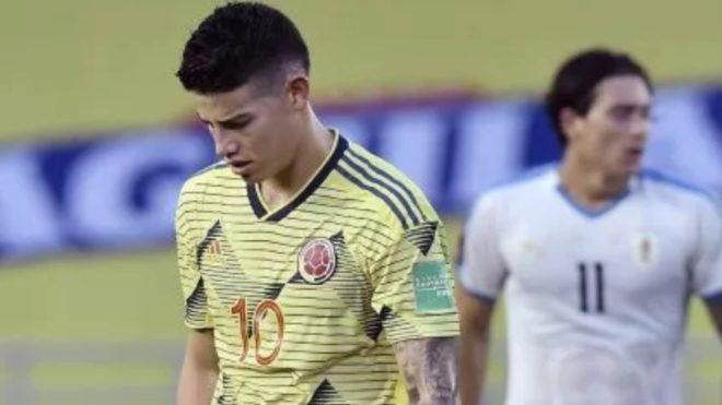 James Rodríguez, cabizbajo tras la derrota ante Uruguay