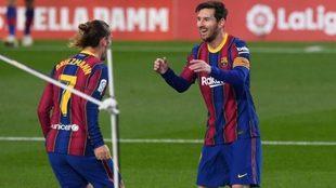 Messi celebra un gol con Griezmann esta temporada