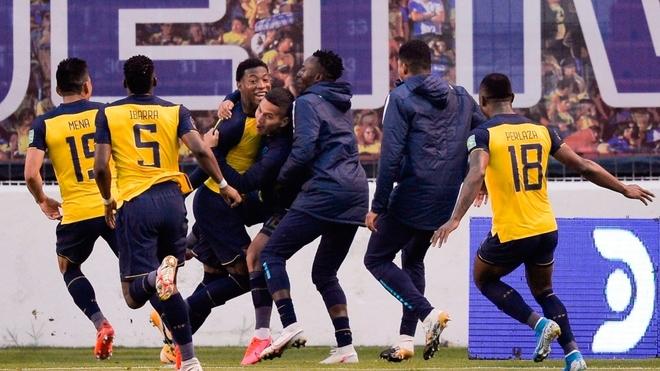 Ecuador goleó a Colombia en el partido de la cuarta jornada de...