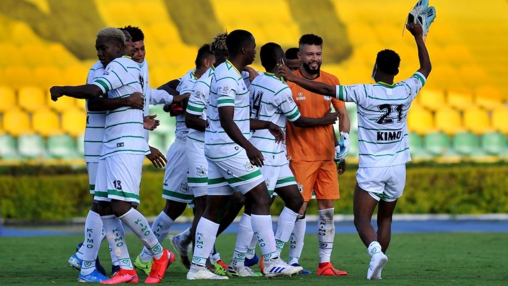 Jugadores del Deportes Quindio celebran la clasificación