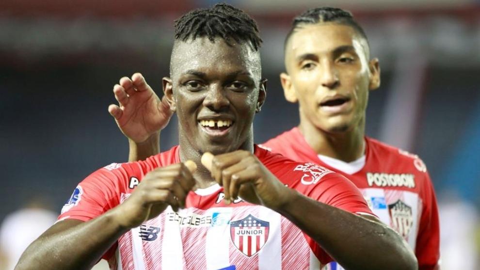Cetré celebra su gol contra Unión La Calera.