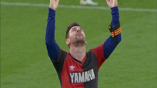 Messi, con la camiseta de Newell's en honor a Maradona