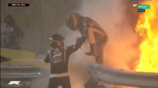 Grosjean escapa de las llamas.
