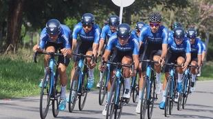 Ciclistas del Team Medellín en la primera etapa del Clásico RCN...