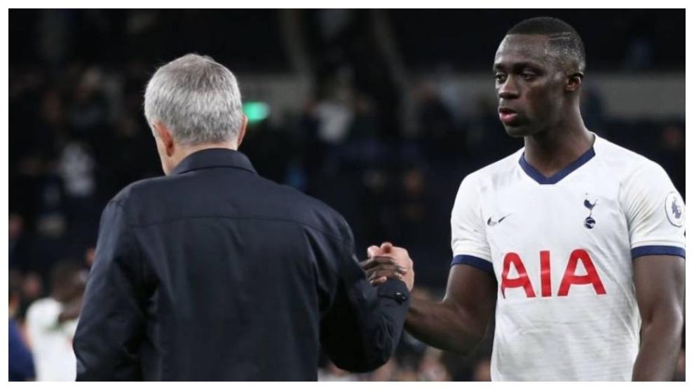 Mourinho y Dávinson Sánchez en un encuentro con el Tottenham.