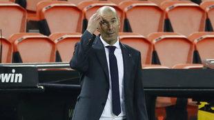 Zidane, durante un partido con el Real Madrid esta temporada