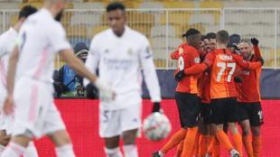 Los jugadores del Shakhtar celebran uno de los dos tantos.