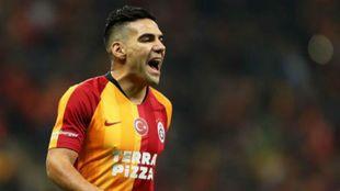 Radamel Falcao en un encuentro con el Galatasaray.