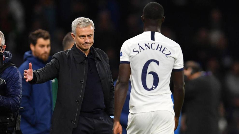 Dávinson Sánchez pierde la confianza en el Tottenham