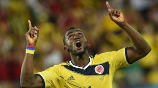 Jackson Martínez celebra un gol con la Selección Colombia.