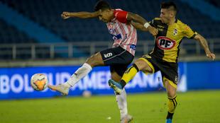 Una acción de juego de la ida en Barranquilla.