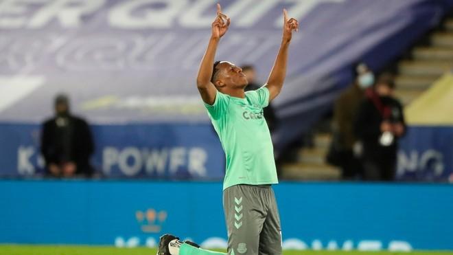 Yerry Mina retoma su nivel en Everton.