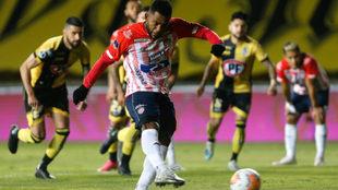 Acción del gol de Miguel Borja de pena máxima ante Coquimbo.
