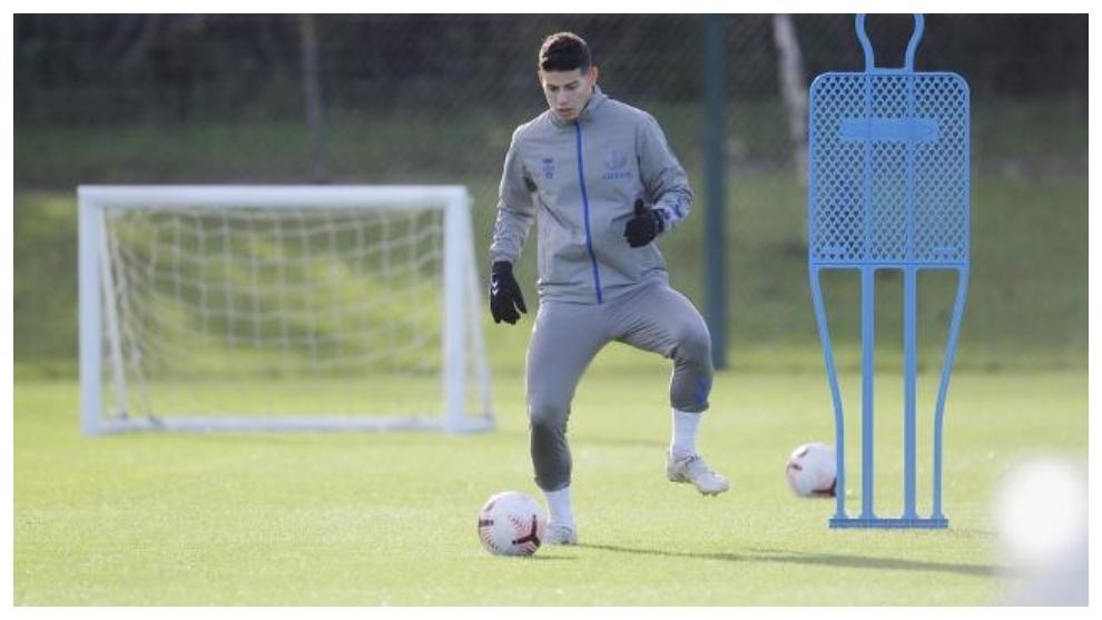 James Rodríguez durante un entrenamiento con el Everton.