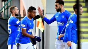 Los jugadores del Rangers celebran uno de los tantos del partido de...