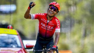Nairo Quintana vuelve a subirse a la bicicleta tras la cirugía