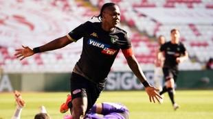 Hugo Rodallega celebra su gol ante el Sivasspor