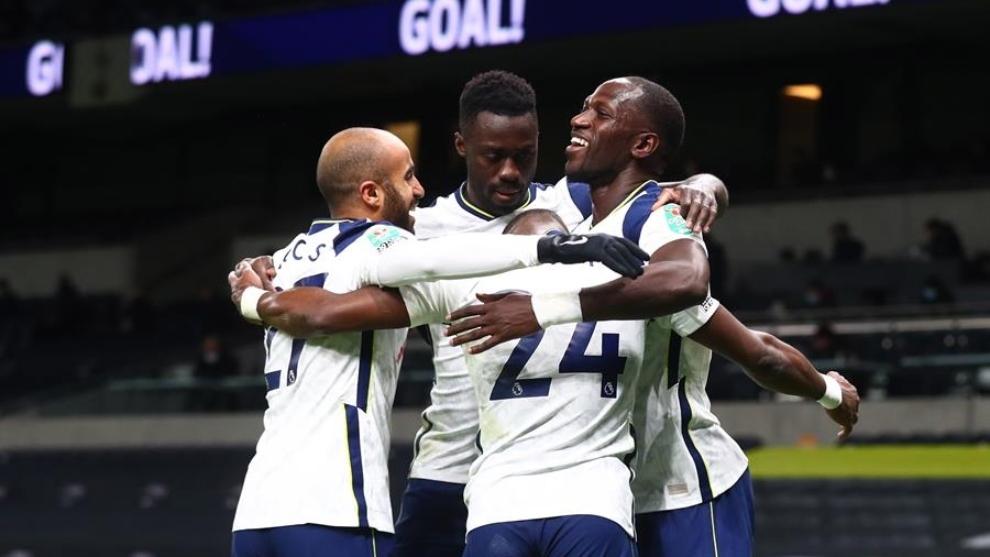Jugadores del Tottenham celebra un gol ante el Brentford.