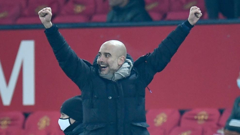 Pep Guardiola celebra la victoria ante el Manchester United.
