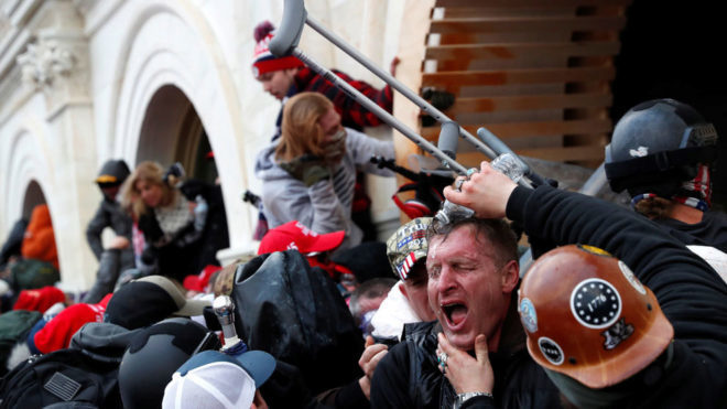 Trump regresa a Twitter condenando los hechos violentos en el Capitolio