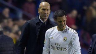 Hazard y Zidane, durante un partido con el Real Madrid