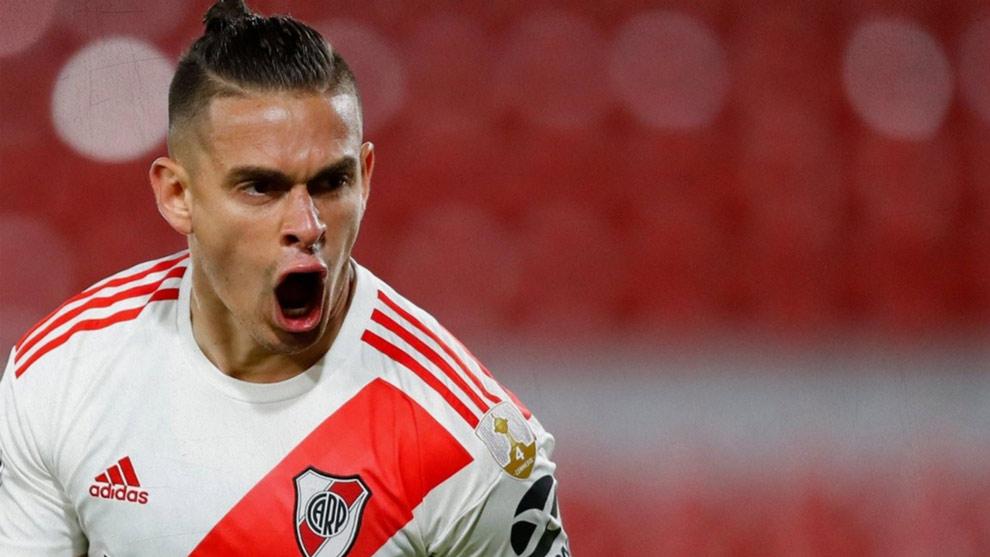 Rafael Santos Borré podría salir de River como jugador lilbre.