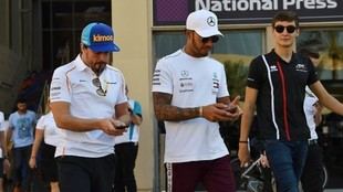 Alonso, Hamilton y Russell.