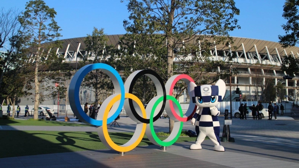 Aros olímpicos y mascota de Tokyo 2020.