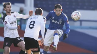 James Rodríguez filtra una pelota en el partido ante el Rotherham.