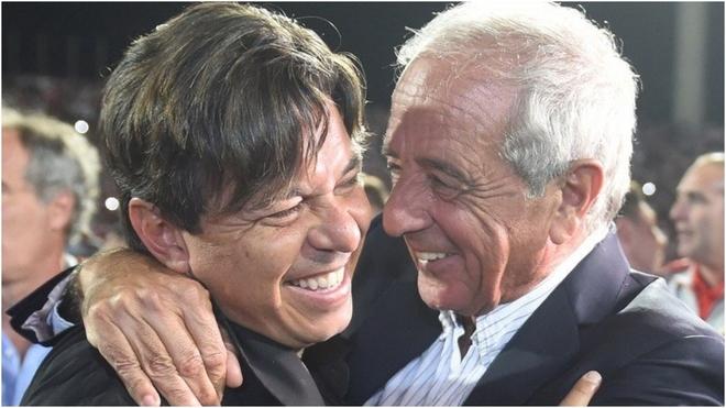 D'Onofrio se abraza a Gallardo.