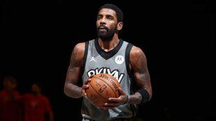 Kyrie Irving vive en medio de la polémica en los Brooklyn Nets.