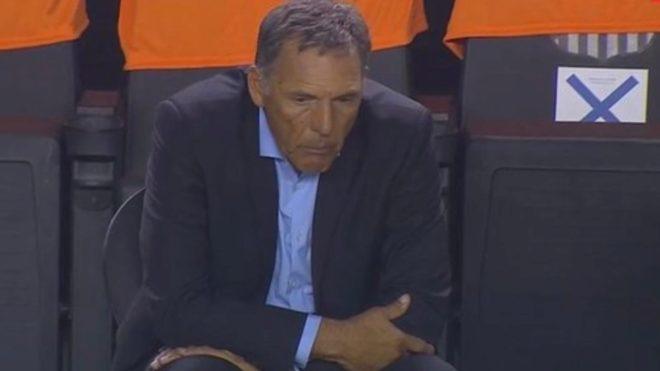 La impactante imagen de Russo tras el tercer gol de Santos.