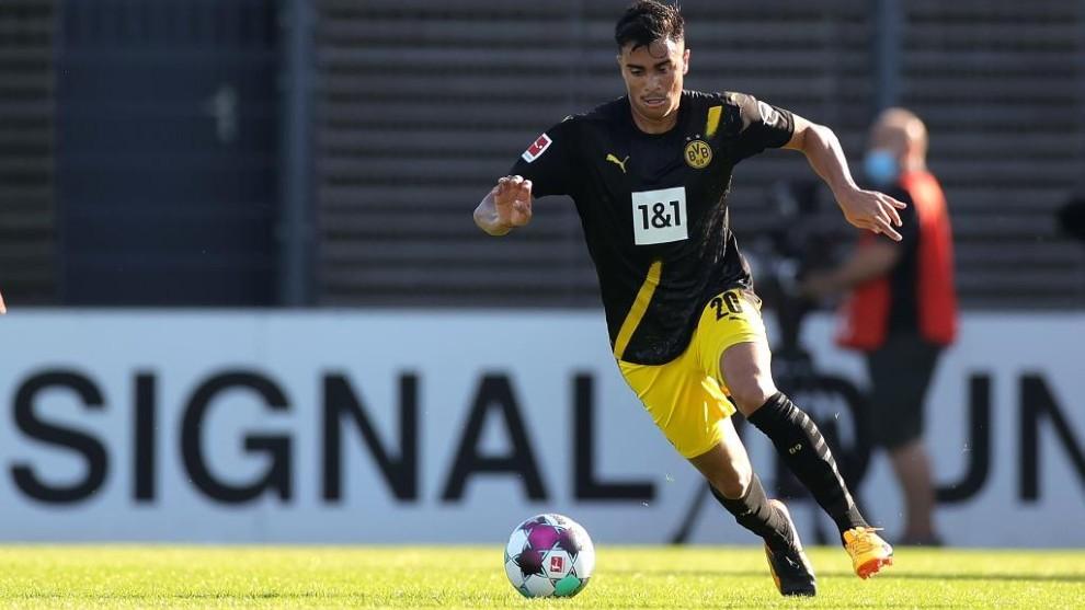 Reinier en un partido con el Borussia.