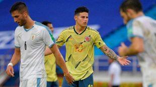 James se lamenta durante el partido ante Uruguay en el que cayeron por...