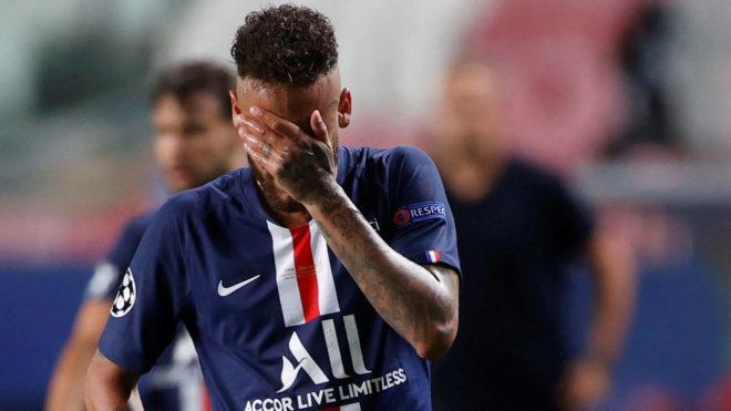 Neymar se lleva las manos a la cara tras caer en la final de