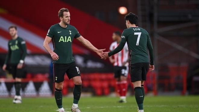 Tottenham renace a costa del colista