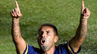 Edwin Cardona celebra su gol ante Banfield en la Copa Diego Maradona.