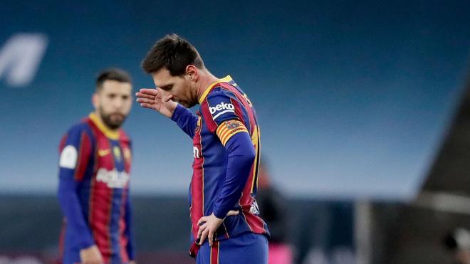 Leo Messi, enojado tras un gol del Athletic en la final de la...