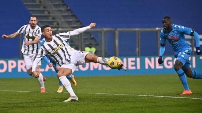 Final de la Supercopa entre Juventus y Nápoles.